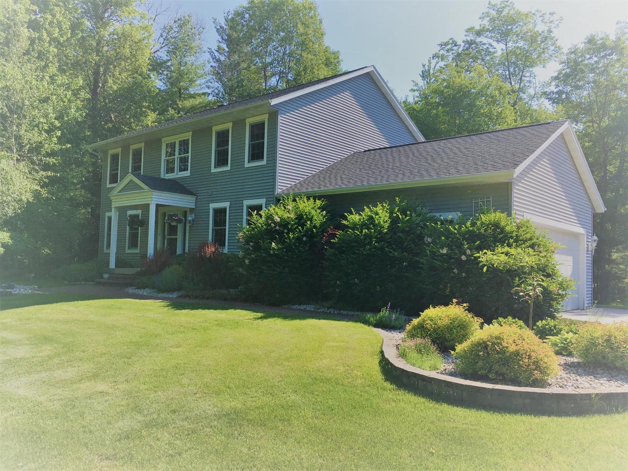 View Single-Family Home For Sale at 610 Forest Ave, Peshtigo, WI