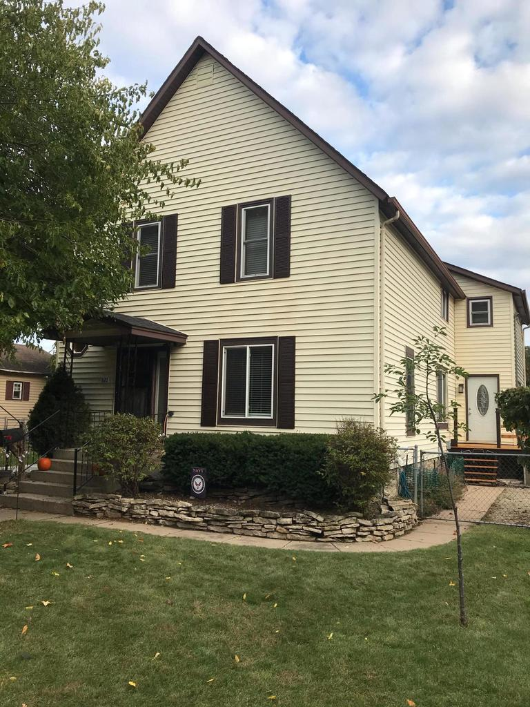 View Single-Family Home For Sale at 820 Jackson St, Marinette, WI