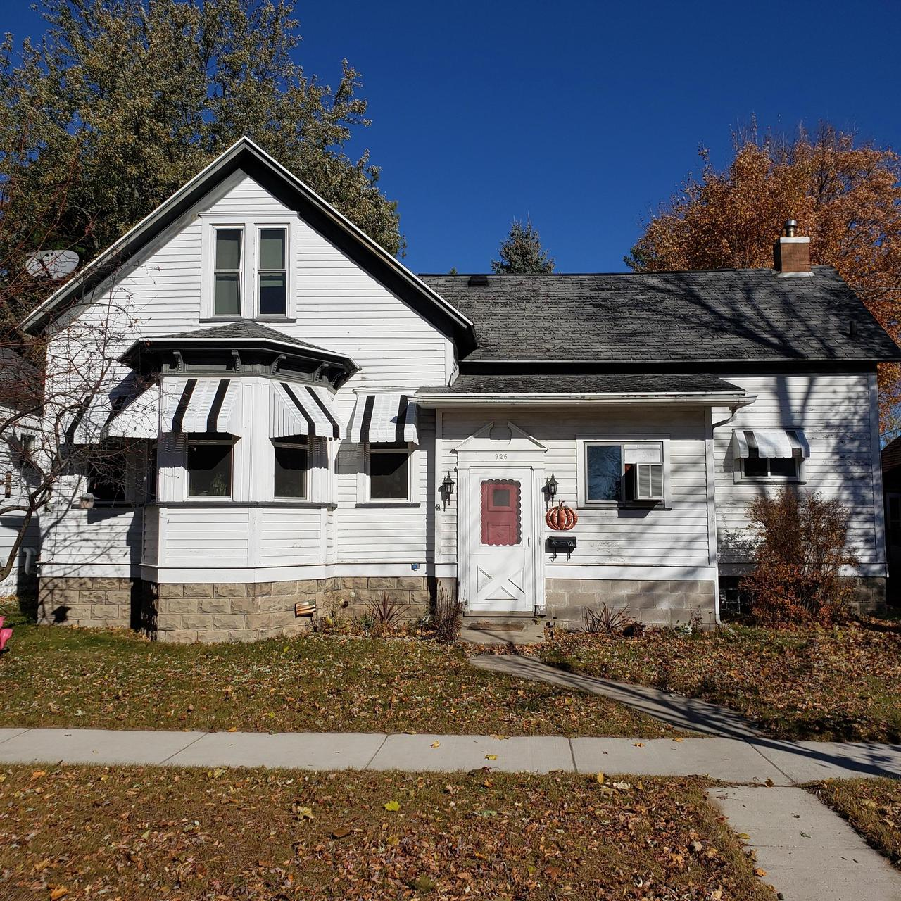 View Single-Family Home For Sale at 926 Elizabeth Ave, Marinette, WI