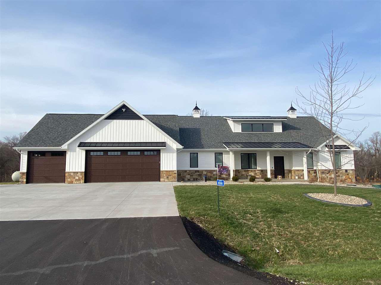 View Single-Family Home For Sale at W7494 CROSS COUNTRY LANE, Hortonville, WI