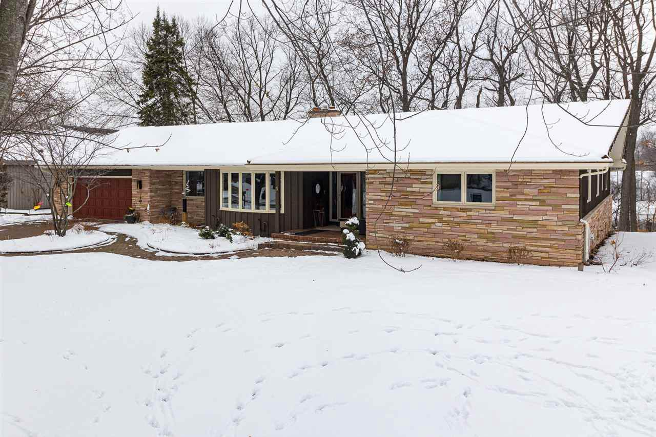 View Single-Family Home For Sale at 5 BRIARCLIFF COURT, Appleton, WI