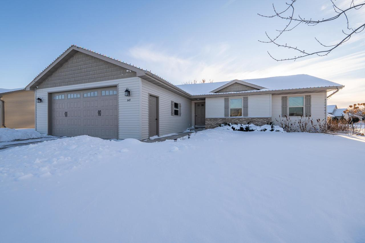 View Single-Family Home For Sale at 645 Carefree Ct, Combined Locks, WI