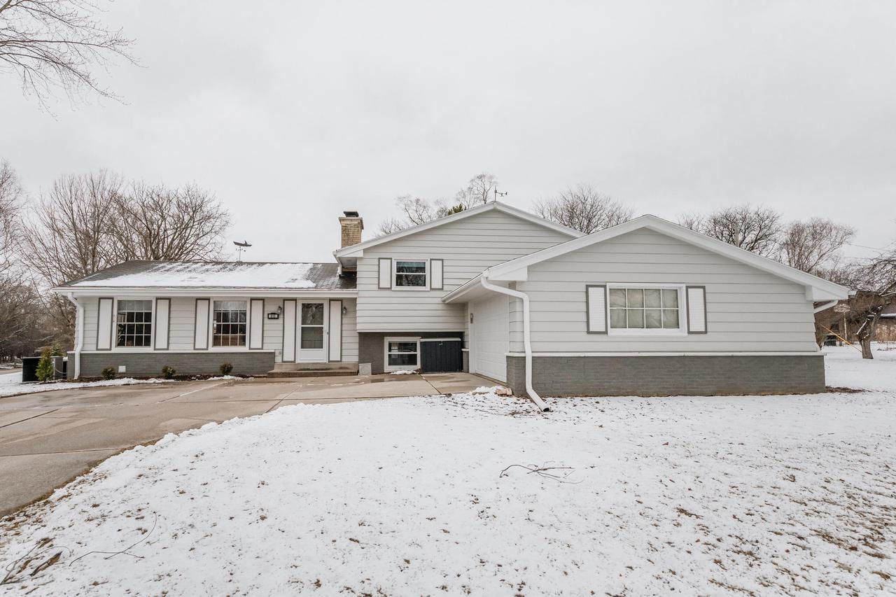 View Single-Family Home For Sale at 615 Crescent Ln, Thiensville, WI