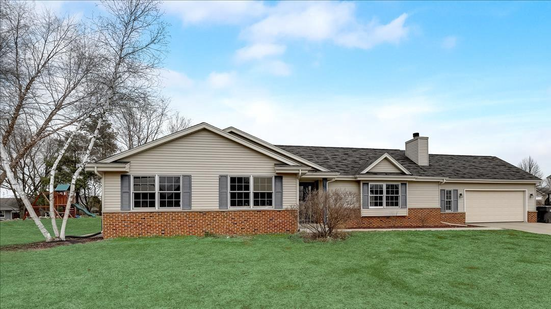 View Single-Family Home For Sale at 420 Heather Ln, Fredonia, WI