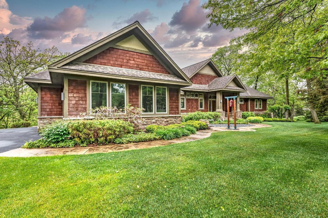 View Single-Family Home For Sale at 400 Eagle Bluff Dr, Hudson, WI