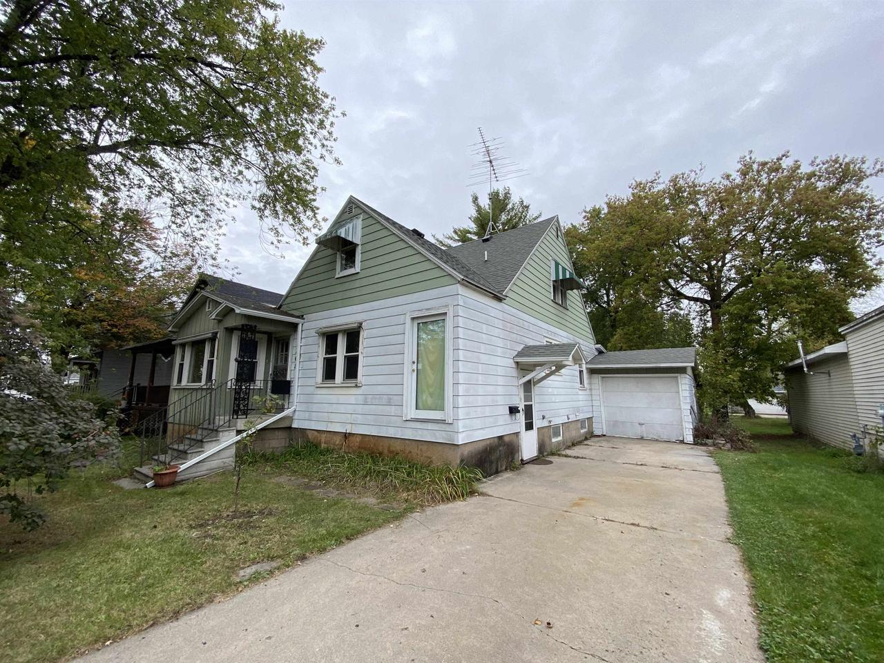 View Single-Family Home For Sale at 208 MAIN STREET, Marinette, WI