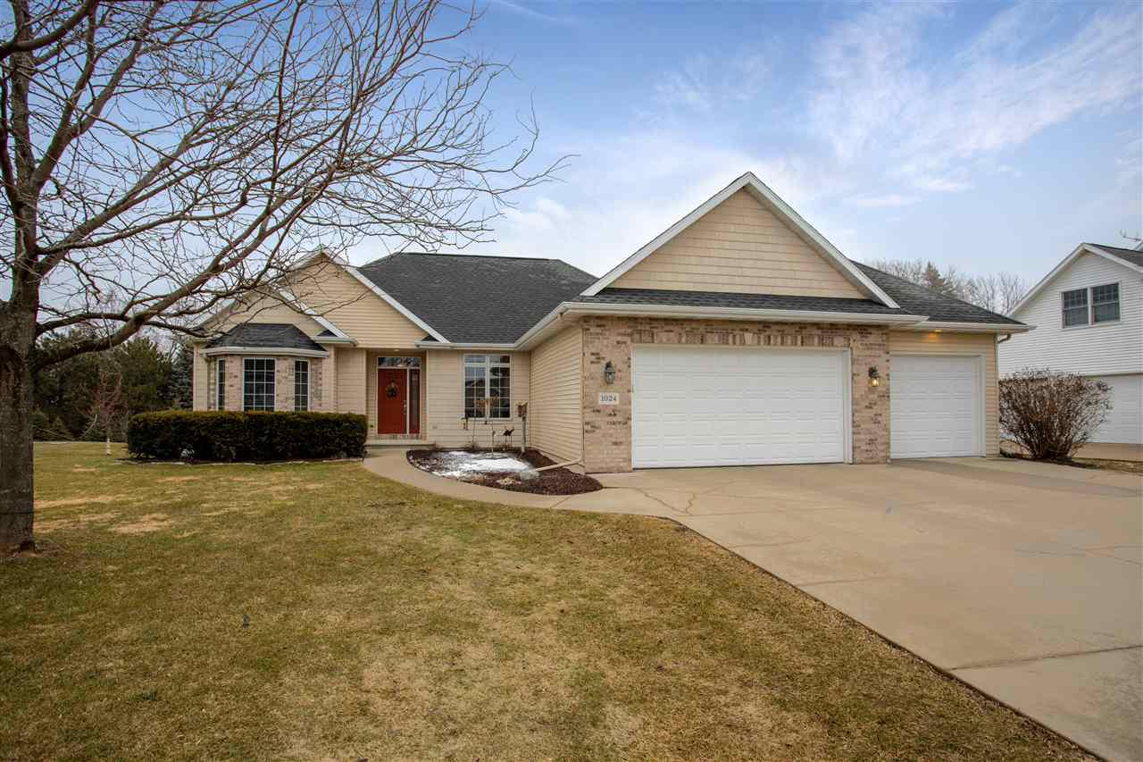 1024 S CROCUS LANE LANE, GRAND CHUTE, WI 54914