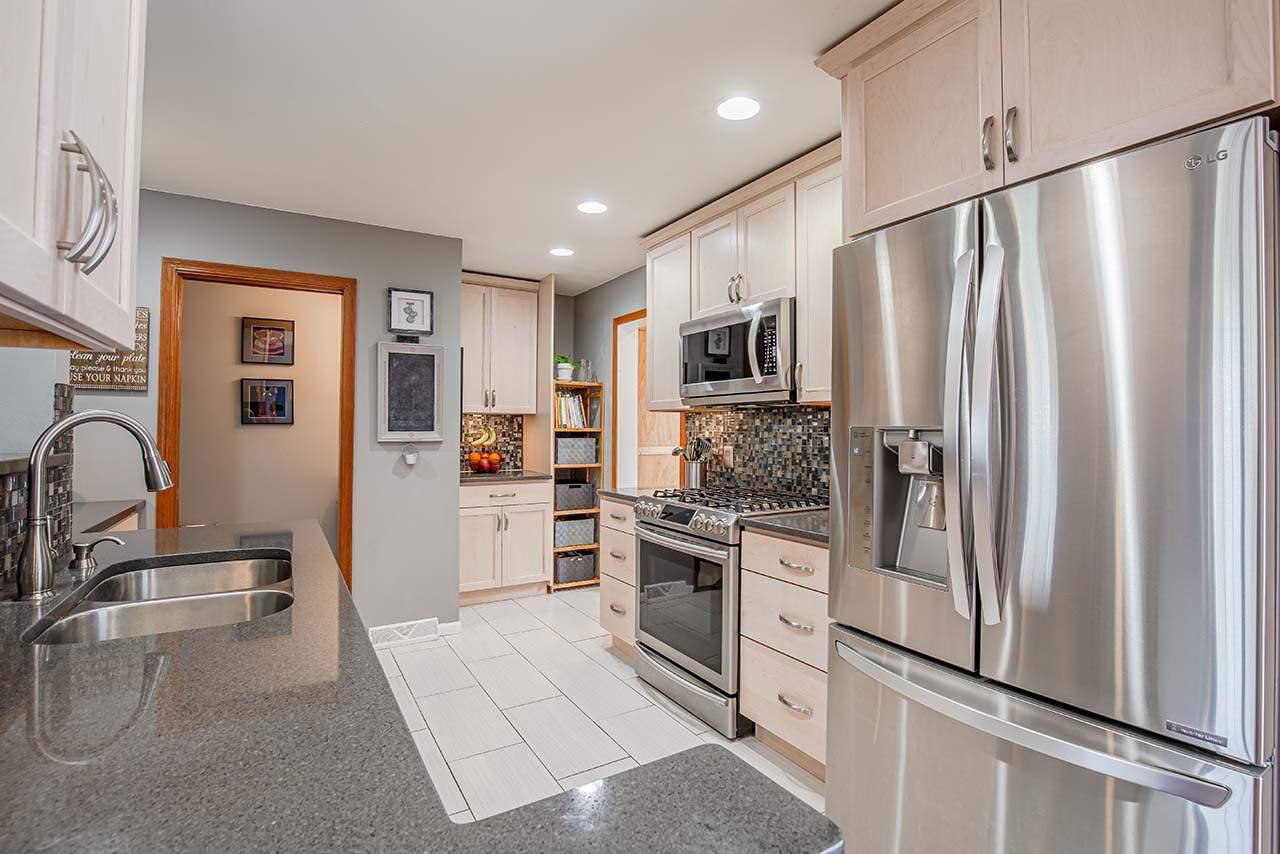 3737 FROSTED LEAF DR DRIVE, MADISON, WI 53719