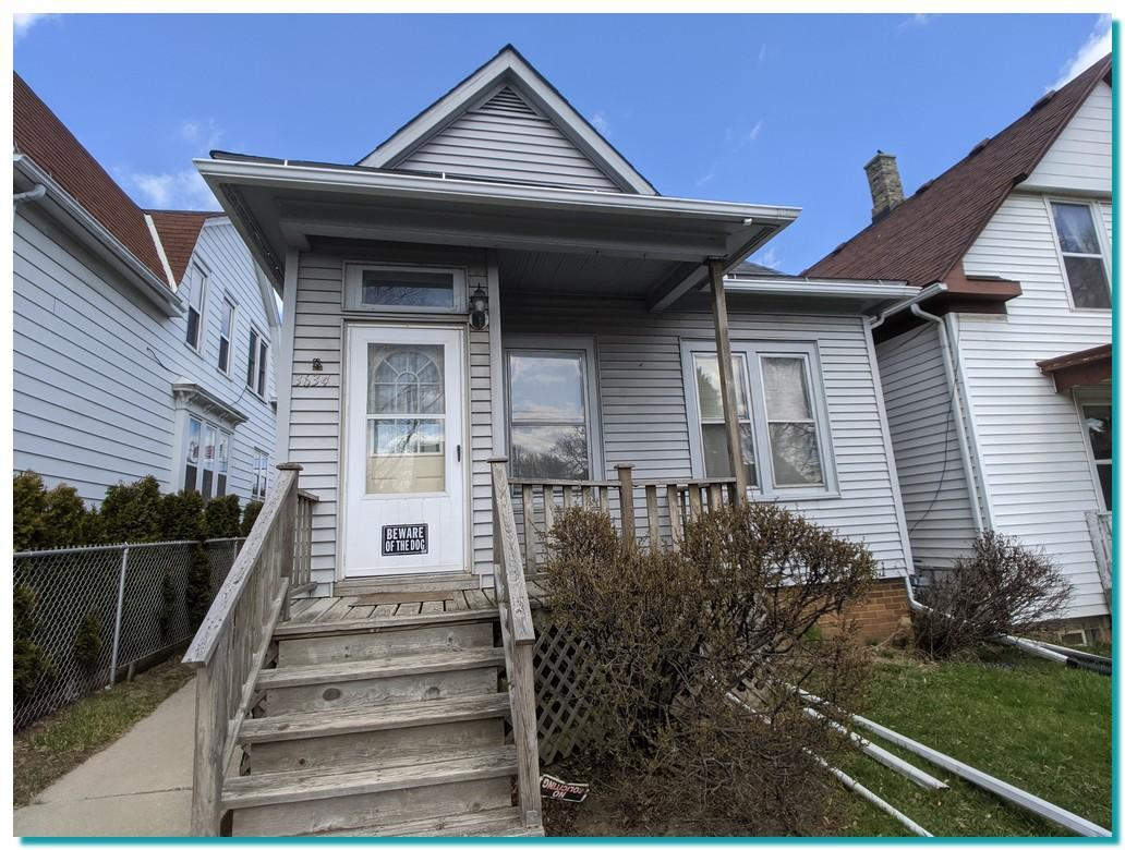 Bring your design ideas to this quaint two-bedroom home in Cudahy. Newer roof.
