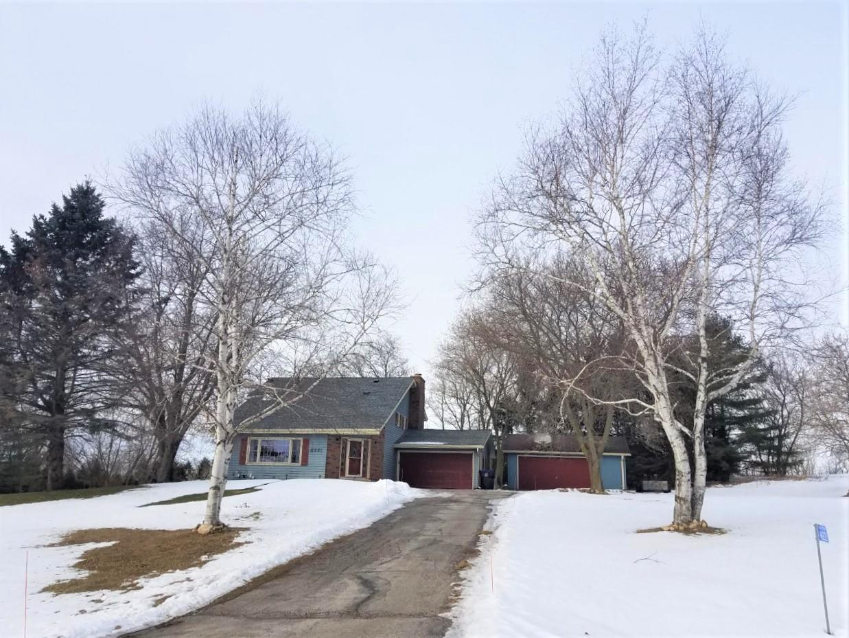 N6221 Clearview Dr, FREDONIA, WI 53021