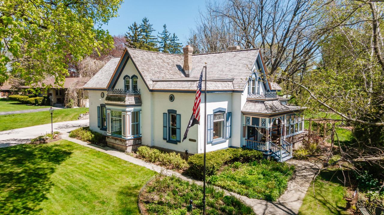 W64N758 Washington Ave AVENUE, CEDARBURG, WI 53012