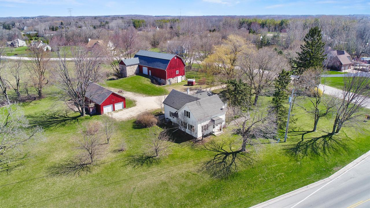 2337 Meadowridge Ct COURT, CEDARBURG, WI 53012