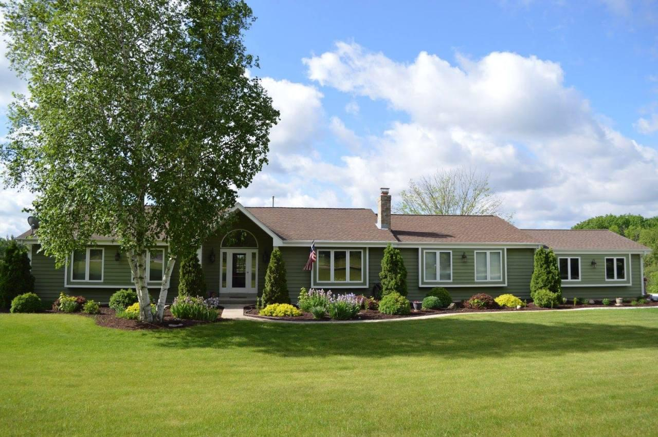 W338S9740 Red Brae Dr DRIVE, MUKWONAGO, WI 53149
