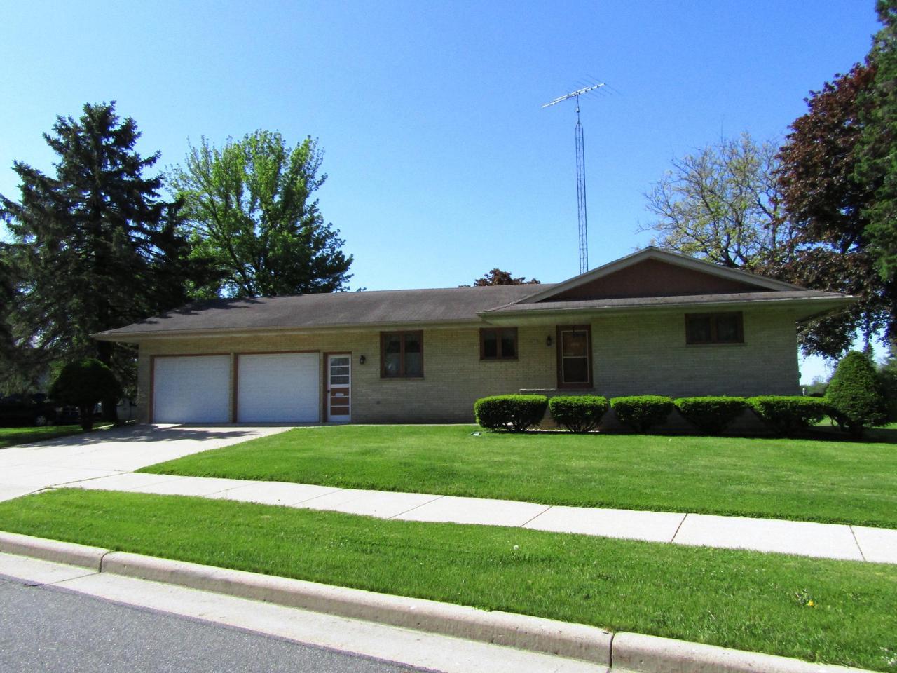 682 E Oak Grove St STREET, JUNEAU, WI 53039