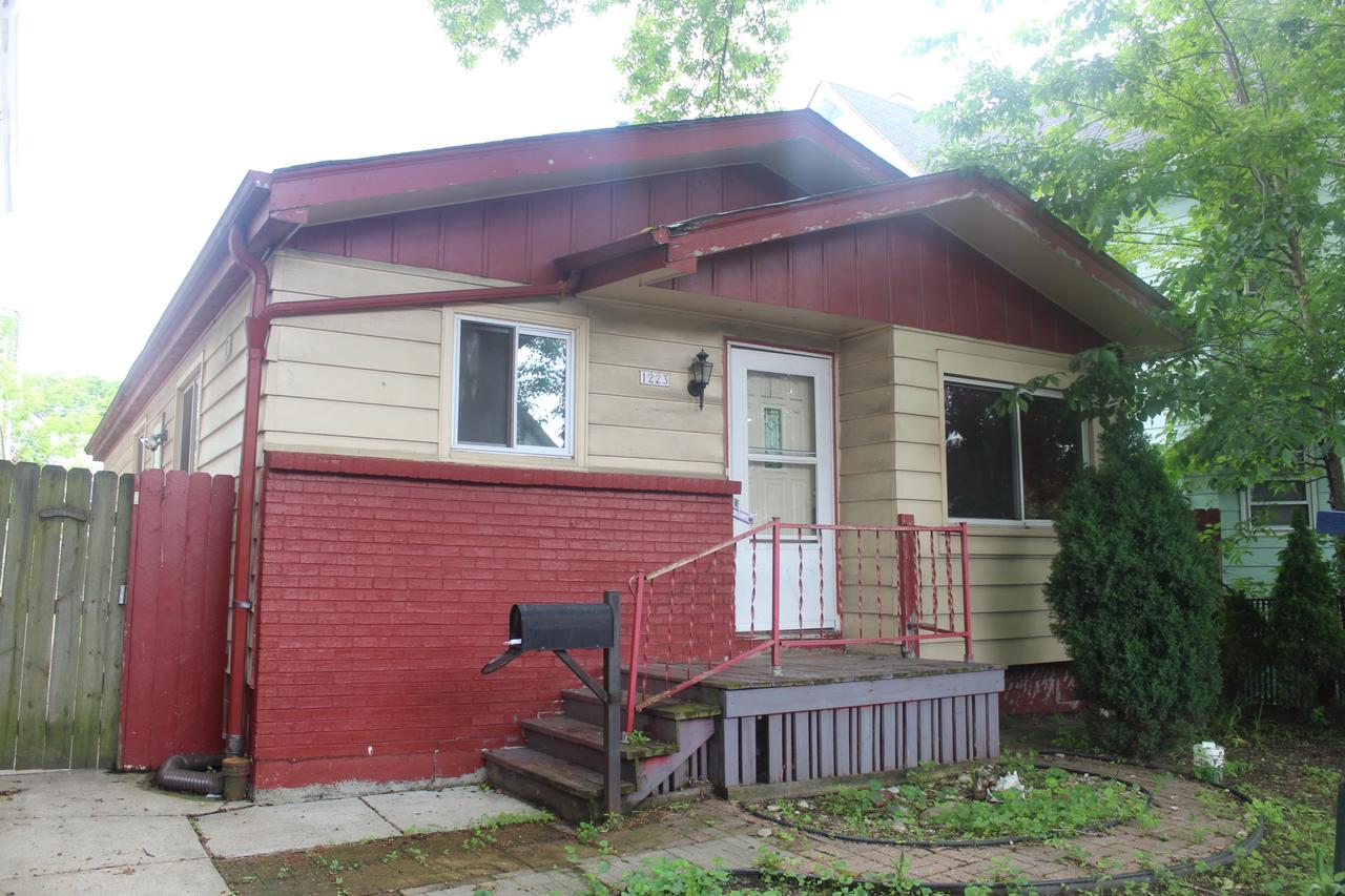 1223 S 20th St STREET, MILWAUKEE, WI 53204