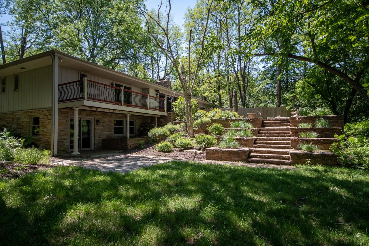 34380 Sunset Dr DRIVE, SUMMIT, WI 53066