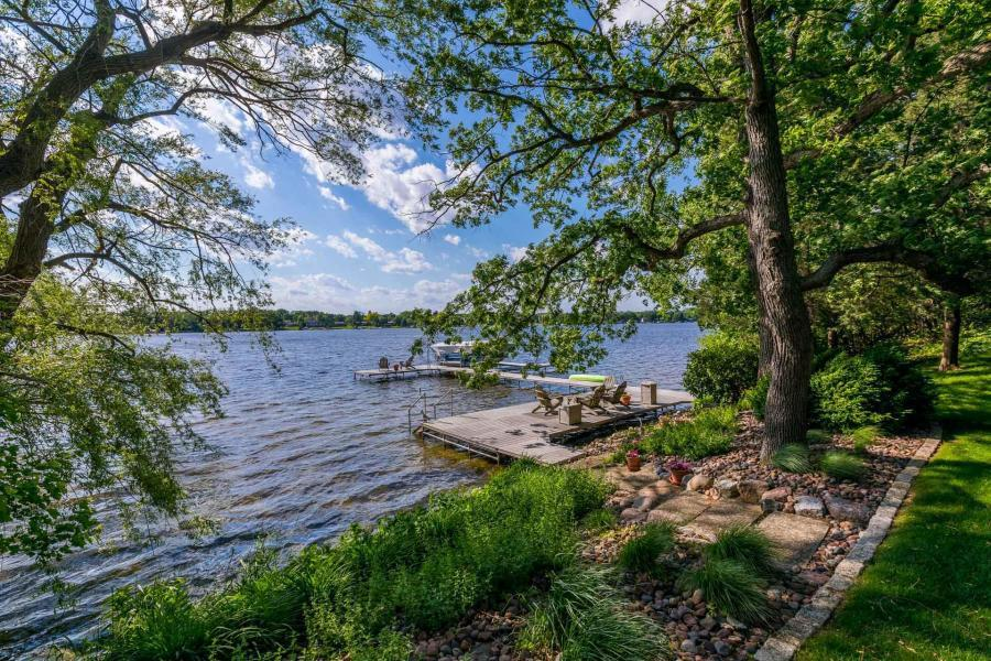 6925 Wildwood Point Rd ROAD, CHENEQUA, WI 53029
