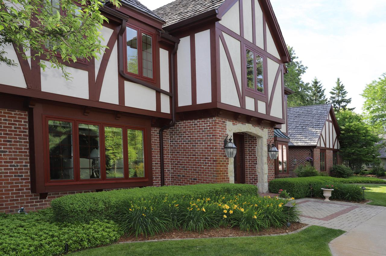 10121 N Vintage Ct COURT, MEQUON, WI 53092