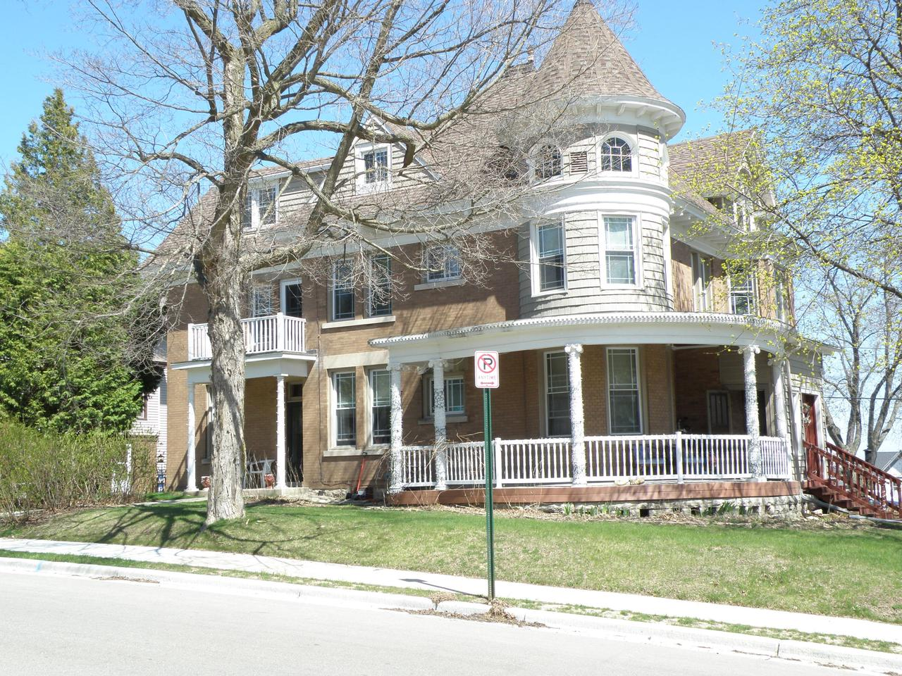 147 S 8th Ave AVENUE, WEST BEND, WI 53095