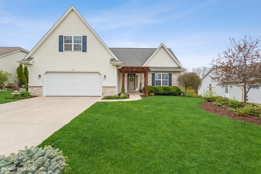 1243 Firethorn Dr DRIVE, WEST BEND, WI 53090
