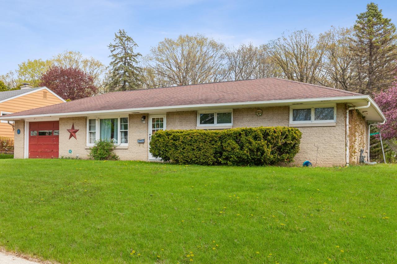 819 Green Tree Rd ROAD, WEST BEND, WI 53090