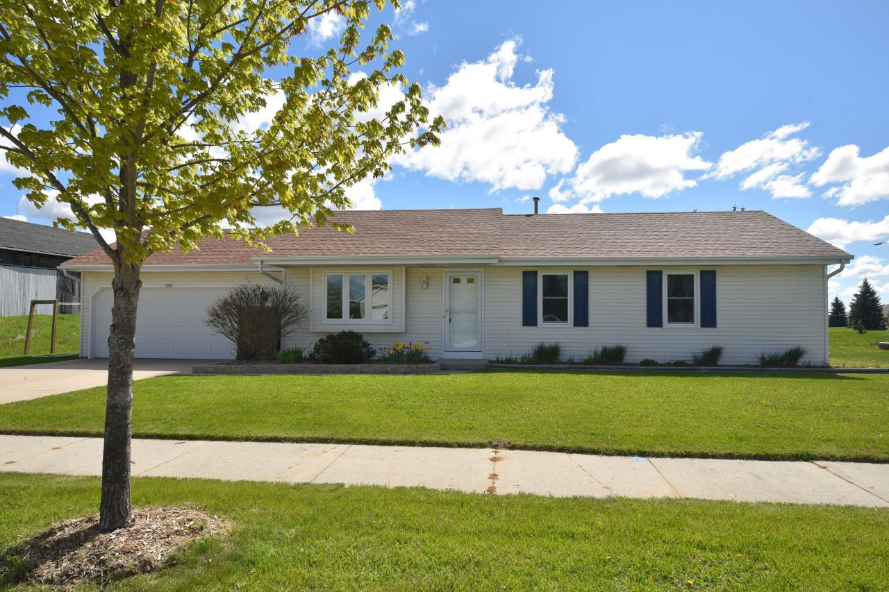 215 Sheridan Dr DRIVE, WEST BEND, WI 53095