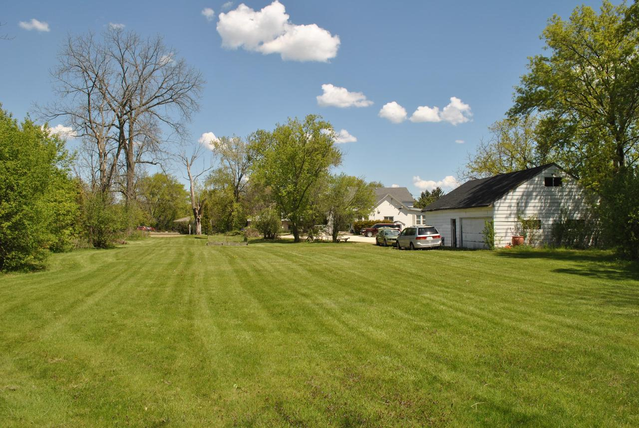 7625 W Mequon Rd ROAD, MEQUON, WI 53097
