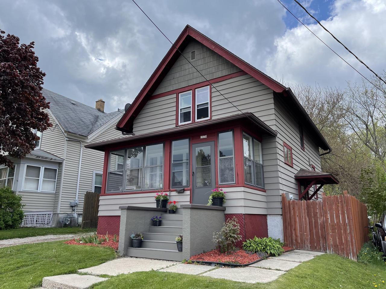 1438 Barton Ave AVENUE, WEST BEND, WI 53090