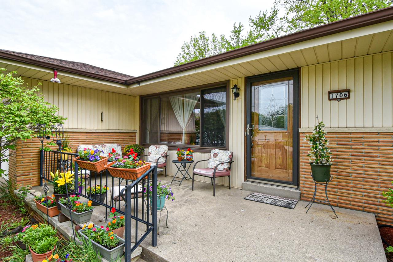 1706 Spruce Ct COURT, SOUTH MILWAUKEE, WI 53172