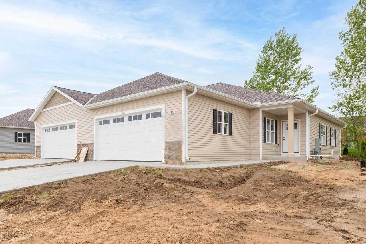1322 Daisy Dr DRIVE, WEST BEND, WI 53090