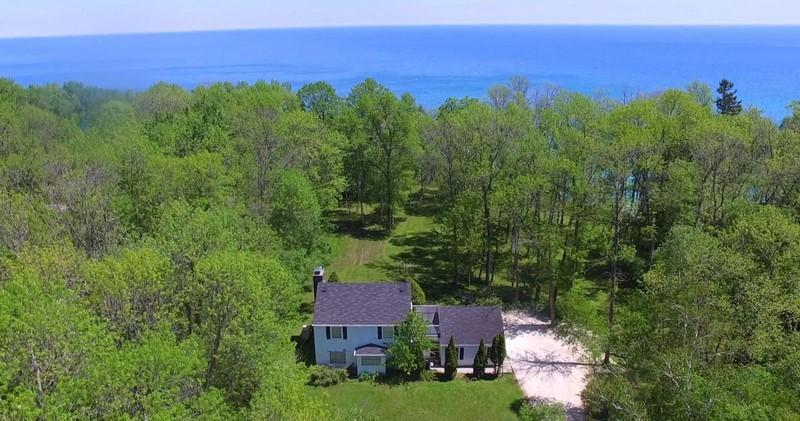 13418 N Lakewood Dr DRIVE, MEQUON, WI 53097