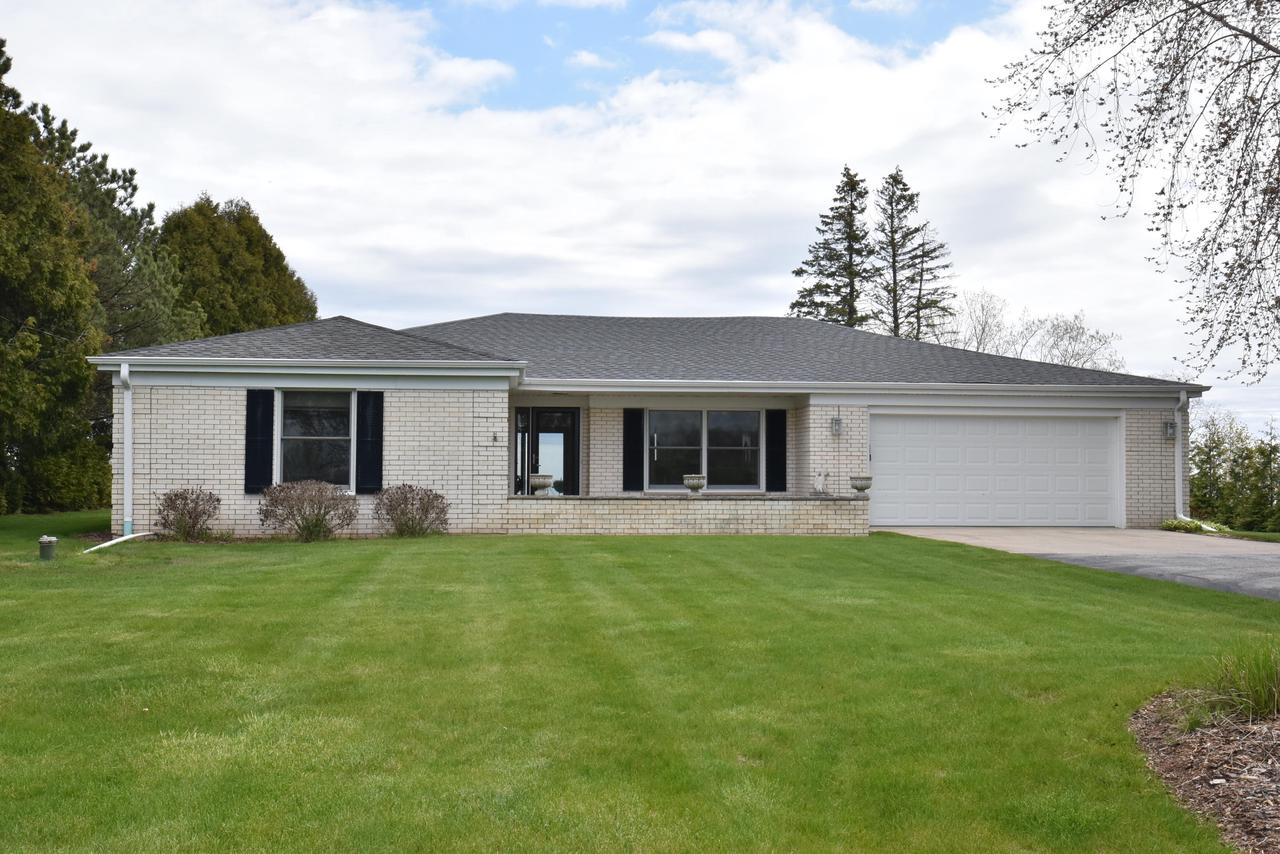 12650 N Lake Shore Dr DRIVE, MEQUON, WI 53092