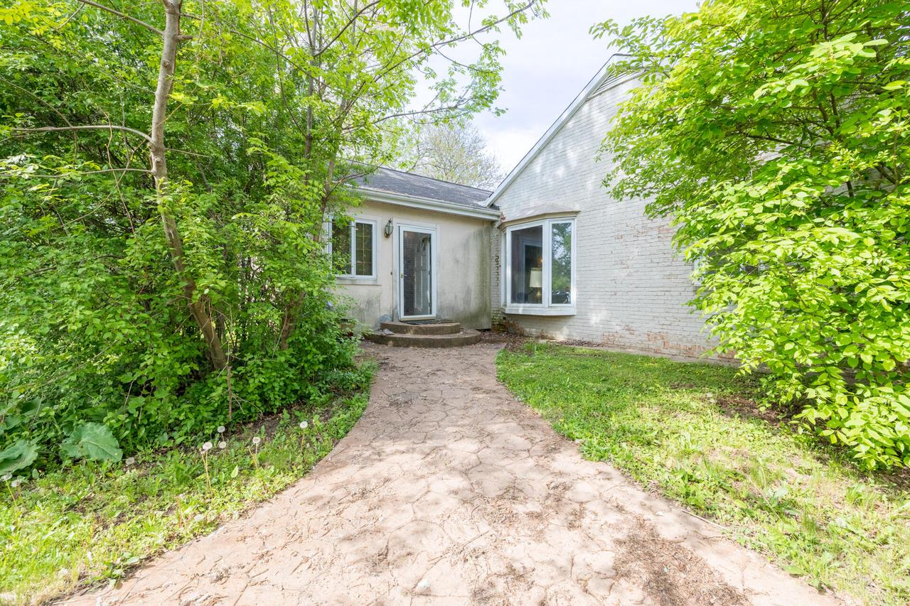 6925 S Lovers Lane Rd ROAD, FRANKLIN, WI 53132
