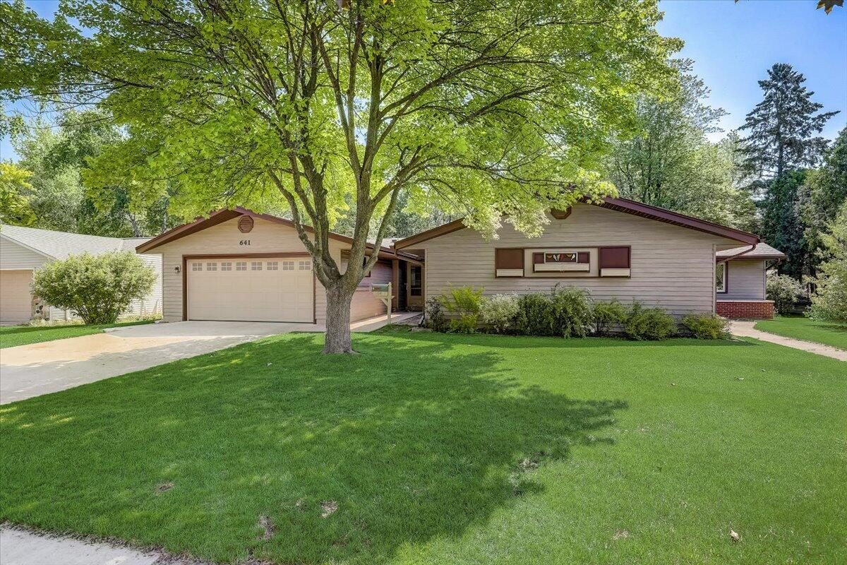 641 S 14th Ave AVENUE, WEST BEND, WI 53095