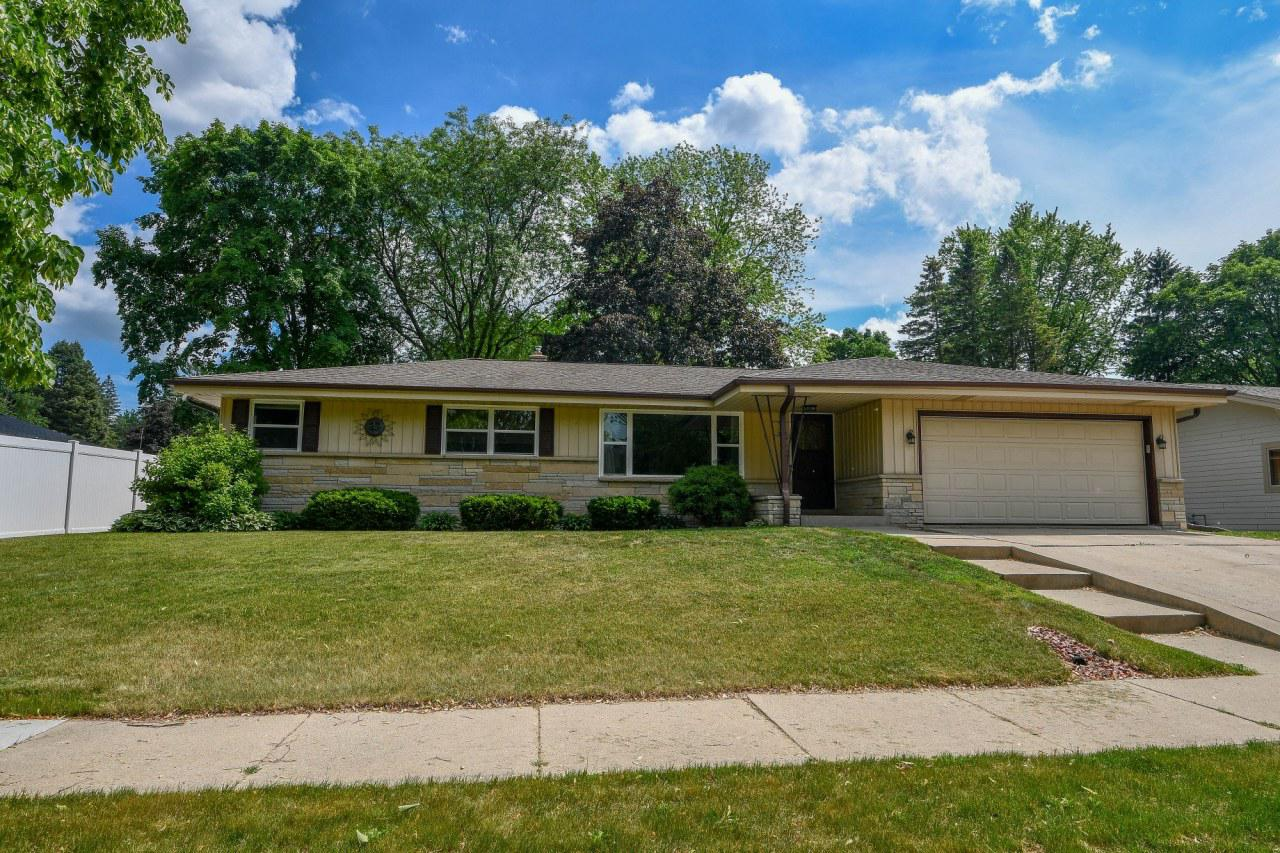 243 Green Valley Pl PLACE, WEST BEND, WI 53095