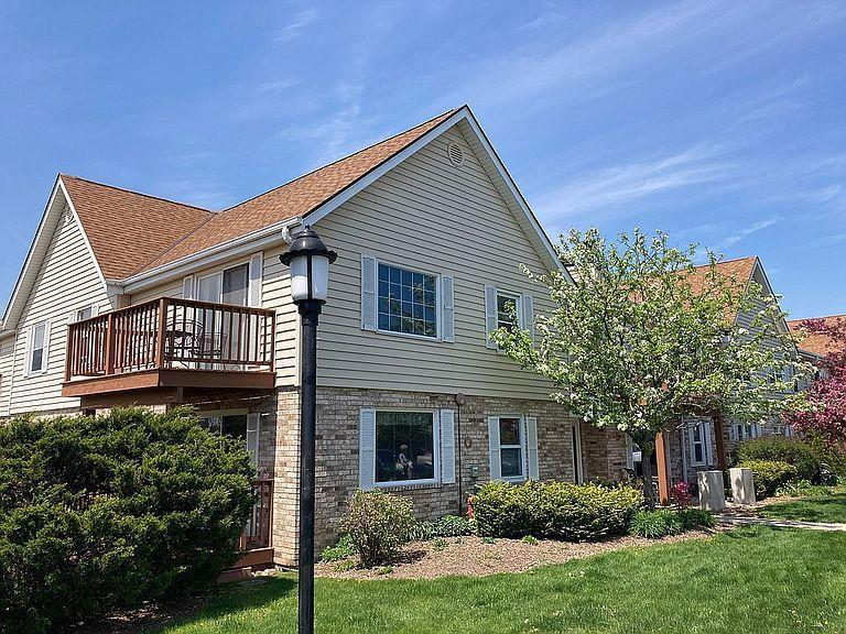 10625 N Ivy Ct COURT 57, MEQUON, WI 53092